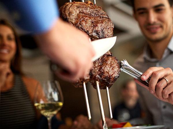 cultura de brasil - rodizio de carnes