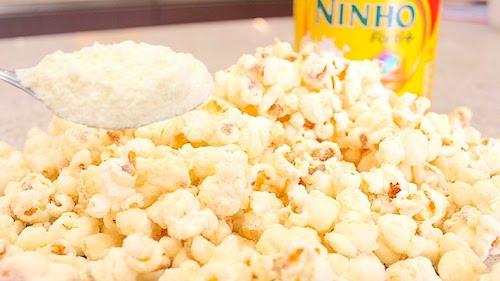 popcorn con leche en polvo